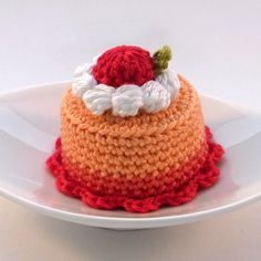 ArtShine: Close Up with Crafter & Designer- Jenny Chen from Bibuki Crochet Cake, Crochet Food, Love Crochet, Crochet Dolls, Knit Crochet, Easy Crochet Patterns, Amigurumi Patterns, Kawaii Crochet, Beginner Crochet Projects