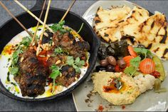 Lamb Kofta with Grilled Naan Bread and Hummus Ground Lamb, Dried Tomatoes, Chef Recipes, Naan, Hummus, Entrees, Food Processor Recipes, Easy Meals, Stuffed Peppers