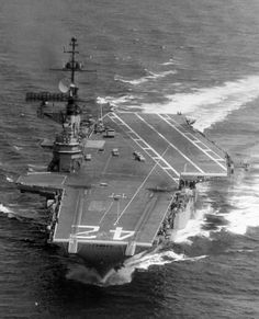 Navy aircraft carrier USS Franklin D. Roosevelt underway off the Virginia Capes (USA) after completion of her refit in July Note that her former forward centerline elevator is still clearly visible between the catapults. Us Navy Aircraft, Navy Aircraft Carrier, Military Aircraft, Navy Military, Military Life, American Aircraft Carriers, Photo Avion, Navy Carriers, Navy Day