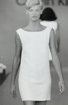 Linda Evangelista au défilé Calvin Klein printemps-été 1990