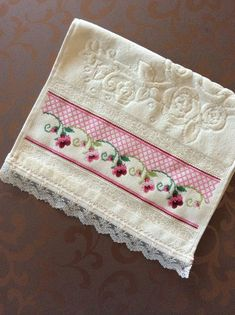 This Pin was discovered by Cec Cross Stitch Borders, Cross Stitch Flowers, Cross Stitch Designs, Cross Stitching, Cross Stitch Embroidery, Hand Embroidery, Cross Stitch Patterns, Machine Embroidery, Crochet Lace Edging