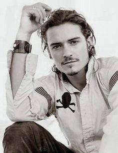Orlando Bloom, Only a Smoking Hot Guy Could Stand Next to Johnny Depp and Still Look Hot! Orlando Bloom, Pretty People, Beautiful People, Johny Depp, Actrices Sexy, Hottest Male Celebrities, Hommes Sexy, Pirates Of The Caribbean, Captain Jack Sparrow