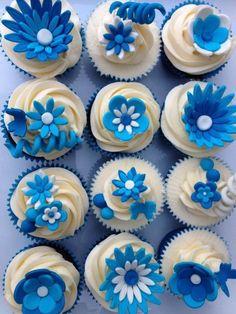 Royal Blue cupcakes, look so good! White Cupcakes, Flower Cupcakes, Blue Wedding Cupcakes, Cupcake Bouquets, Cake Flowers, Wedding Cakes, Mini Tortillas, Baking Cupcakes, Cupcake Cookies