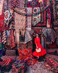 Colors of Cappadocia 🎈 Almost bought our second carpet here 🙈 What was your last souvenir you brought from your recent trip? Marrakech Travel, Morocco Travel, Capadocia, Istanbul Travel, Cappadocia Turkey, Turkey Travel, Turkey Vacation, Hippie Style, Photography Poses