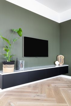 Living Room Green, Living Room Paint, Home Living Room, Living Room Decor, Bedroom Decor Lights, Bedroom Wall Colors, Home Decor Bedroom, Living Room Color Schemes, Living Room Designs