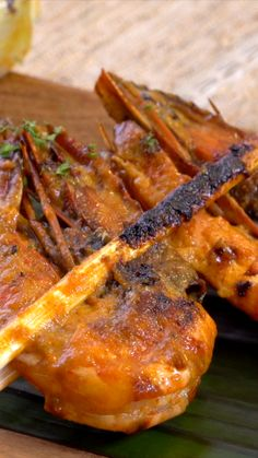 Udang Gapit is an authentic Madurese food. How to cook Gapit Shrimp is by burn. Authentic Mexican Recipes, Asian Recipes, Mexican Food Recipes, Healthy Recipes, Clean Eating Recipes, Cooking Recipes, Indonesian Food, Diy Food, Seafood Recipes