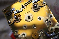 Mécanisme de pendulette Couaillet, flèche de remontoir avec le poinçon Couaillet (flèche évasée et 4 points) | Flickr: partage de photos! Le Point, Points, Tumblr, Pattern, Photos, Pictures, Patterns, Model, Tumbler