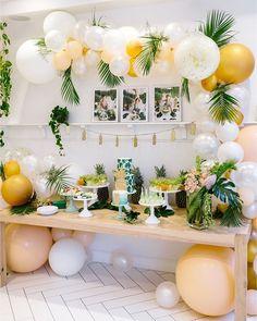 Boho Holiday Bash Say Aloha to this fun first birthday bash went above and be(frond) for her baby boy's celebration! (Link in bio, Planning: Photography: Florals: Location & desserts: Linens: Aloha to this fun first birthday bash Deco Baby Shower, Baby Shower Themes, Shower Ideas, Baby Shower Boys, Boy Birthday Parties, Birthday Party Decorations, Birthday Fun, Birthday Celebration, Tropical Party Decorations