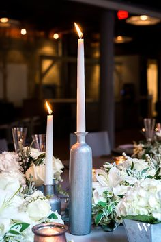 This table setting is stunning for the city bride. It pulls out the beauty of metal, brick and the city. The industrial glam wedding theme will leave your guests stunned!