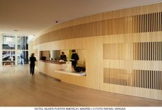 wood slats    Silken Puerta America_lobby