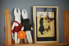 """""""Tea party"""" de la serie de Alice in Wonderland, la vidriera de el círculo de las vitaminas fue intervenida por la artista plástica Laura Dalton. Y quedó como la habíamos soñado. Gracias Laura!!  Algunas de sus obras se exhiben en nuestro local. Los esperamos! TEA PARTY"""