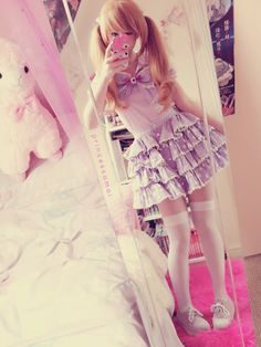 Freaking adorable! How is she so kawaii?? ;-; Why wasn't I born Japanese?? ;-;