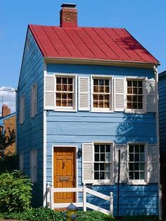 Little blue house? Red Roof House, Up House, Red Cottage, Cottage Homes, Cabins And Cottages, Small Cottages, Small Places, Tiny Spaces, Little Houses