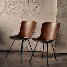 Medea Chairs by Vittorio Nobili, Italy 1955. Sapeli veneer shell on black lacquered metal legs with decorative rubber feet. Produced by Fratelli Tagliabue. Received the Industrial Design award Compasso d'Oro.