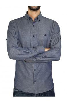 e3b10a4f09a9 3GUYS Ανδρικό πουκάμισο σε κανονική γραμμή με διακριτικό κέντημα στο  στήθος.Το μοντέλο της φωτογραφίας