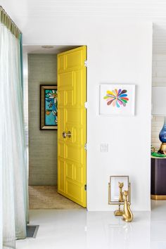 yellow door, cat looking into mirror, desert jewel // palm springs home tour Palm Springs Houses, Palm Springs Style, Yellow Doors, Black And White Tiles, Aesthetic Room Decor, Mid Century Design, Home Decor Inspiration, House Tours, Bedroom Ideas