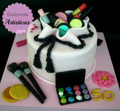 Resultado de imagen para torta de 15 años color fucsia con negro tema maquillaje