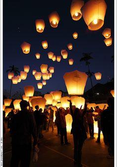 Sky Lantern Festival, Thailand. Pingxi Sky Lantern Festival 2011 by *dans [Flickr].