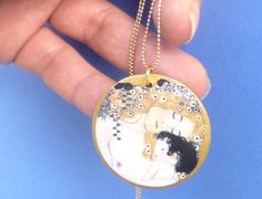SMALL GUSTAV KLIMT the three ages of woman necklace di SissiHand