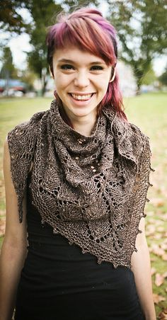 Love the Lonely Tree Shawl from Sylvia Bo Bilvia, available as a free Ravelry download.   And it's knit in Grignascoknits Loden which we have as a closeout right now — was $9.95, now $5.49/ball.