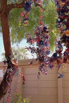3rd grade Chihuly's.. These are awesome! Kudos to the teacher and the kids. Great job! =)