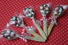 cuillères en chocolat pour vos cadeaux gourmands Student Christmas Gifts, Christmas Store, Diy Christmas Gifts, Chocolate Spoons, Chocolate Marshmallows, Gourmet Gifts, Food Gifts, Cocoa Party, Diy Cadeau Noel