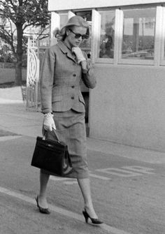 Grace Kelly in her favorite suit & with her favorite handle bag (trending again now).  Love the gloves and pearl bracelet!