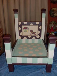 Hand Painted Handmade Wood Dog/Pet Bed by DIvyShabbyChic on Etsy Dog Furniture, Upcycled Furniture, Furniture Making, Dyi Dog Bed, Wood Appliques, Designer Dog Beds, Wooden Side Table, Pet Beds, Doggie Beds