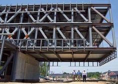 The unparalleled team effort behind North Carolina A&T University—s Samuel D. Proctor School of Education building Beam Structure, Steel Structure Buildings, Building Structure, Construction Container, Construction Design, Construction Business, Construction Birthday, Education Architecture, Architecture Details