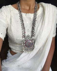 Jewellery Meaning Life regarding Jewellery Box Kmart Nz, Jewellery Exchange Renton such Jewellery The Meaning about Jewellery Shops In India Sari Design, Sari Blouse Designs, White Blouse Designs, Saree Jacket Designs, Blouse Patterns, Indian Attire, Indian Wear, Indian Style, Indian Ethnic