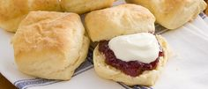 There's nothing like the smell of homemade baking. These easy lemonade scones topped with jam and cream, will keep them coming back for more! Lemonade Scone Recipe, Food In A Minute, Baking Scones, Homemade Scones, Popular Recipes, Sweet Recipes, Easy Recipes, Easy Meals, Tray Bakes