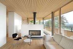 House Weinfelden was completed in 2012 by the Bregenz based K_m Architektur. This wonderful family home has been built using wood, glass and concrete. The house Modern House Design, Modern Interior Design, Interior Architecture, Simple Interior, Contemporary Interior, Haus Am Hang, Beautiful Modern Homes, Wooden Ceilings, Timber Ceiling