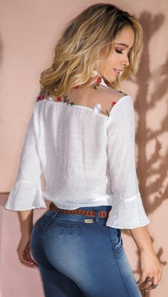 31 White Elegant Blouses That Make You Look Cool - Global Outfit Experts Modest Fashion, Fashion Outfits, Womens Fashion, Fashion Tips, Fashion Design, Stylish Outfits, Cute Outfits, New Fashion Trends, Elegant Outfit