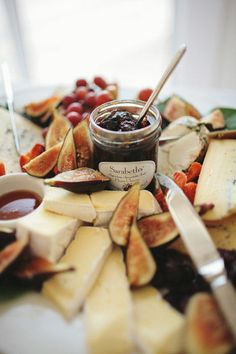 Eep!  I see figs and brie!!  I could eat my weight in brie with fruit preserves, plus the figs just take it over the top!