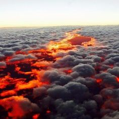 The sunset under the clouds. : pics