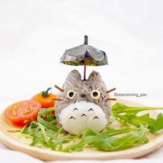 สวัสดีคร้าบบบบ ยังพบกับผม โตโตโร่ อีกวันนะกั๊บ  วันนี้เล่นเป็นข้าวปั้นไส้แซลม่อนและพกร่มมาด้วยฮะ Good morning my friends!  It's me again, Totoro. I m an onigiri today. Hope u don't get bored #totoro #ghibli #studioghibli #movie #anime #onigiri #bento #obento #charaben #kyaraben #cutefoodies #foodart #cutefood #kawaiifood #happyfood #healthyfood #healthymary #aroii #yummy #whati8today #instafood #vscofood #totoroishere #icu_japan