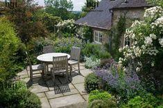 Small Cottage Garden 40