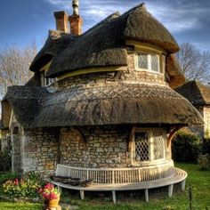 Fairy tale house    Omg what I would give to live in this little house.