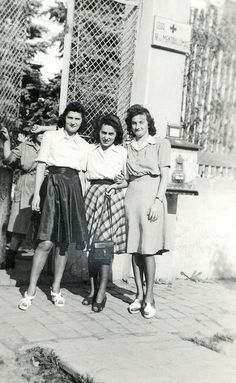 These gals are rocking it | 1940s fashion | vintage photograph #1940s