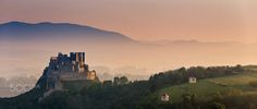 Superb Nature - Sunrise at the Beckov castle by balazoviclubos. Monument Valley, Sunrise, Castle, Facebook, Nature, Travel, Instagram, Amazing, Voyage