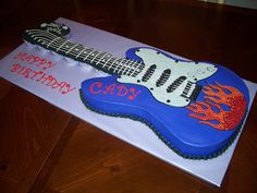 Electric Guitar Birthday cake http://pinterest.com/denishillman/ http://guitarclass.org