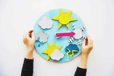 Cardboard Weather Wheel – Start Creative Preschool Crafts, Crafts For Kids, Donner, Crafts From Recycled Materials, Cardboard Painting, Cloud Shapes, Diy Upcycling, Blitz, Third Grade