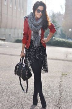 Tendencias de moda del invierno 2012: faldas asimétricas y cazadora roja