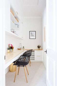 family home This Bright and Cheerful Family Home Will Have You Grinning Fr… – Home Office Design Vintage Tiny Home Office, Small Space Office, Home Office Space, Home Office Design, Home Office Furniture, Home Office Decor, Home Decor, Office Ideas, Office Designs