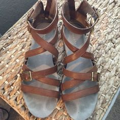 Steve Madden girl brown scrappy sandals Brown straps sandals with zipper closure in back. Gold metal buckles. Steve Madden Shoes Sandals