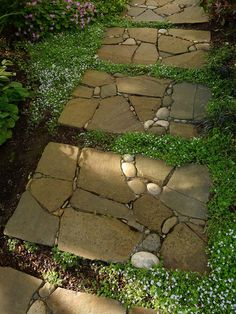 We love the way the path in this garden looks like traditional square step…