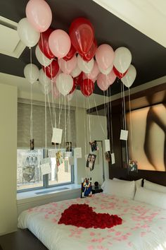 Valentine is coming near. What do you have in mind to surprise your boyfriend? No worries. We have some DIY ideas for your boyfriend romantic room décor. Birthday Surprise For Wife, Best Birthday Surprises, Anniversary Surprise, Girlfriend Birthday, Birthday Gifts, Romantic Room Surprise, Romantic Birthday, Romantic Proposal, Romantic Room Decoration