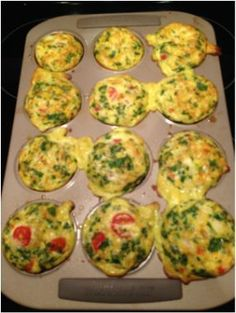 21 Day Fix Approved Egg Muffins! Makes 12 muffins. 1 red, green, blue (if you add feta!) = 2 muffins/serving Prep Sunday and eat them throughout the week. Reheat and GO! (healthy breakfast meal prep 21 day fix) Clean Eating Recipes, Healthy Eating, Cooking Recipes, Healthy Recipes, Easy Recipes, Autoimmun Paleo, 21 Day Fix Breakfast, Breakfast Muffins, Diet Breakfast