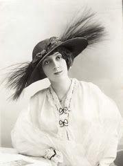 ad0f1f4689f 1900-1920 Les beaux jours des chapeaux E ntre 1900 et 1920 la vie des