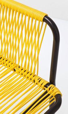 CHAIR WITH ARMREST WICKER   Minimalistická stolička s farebným výpletom